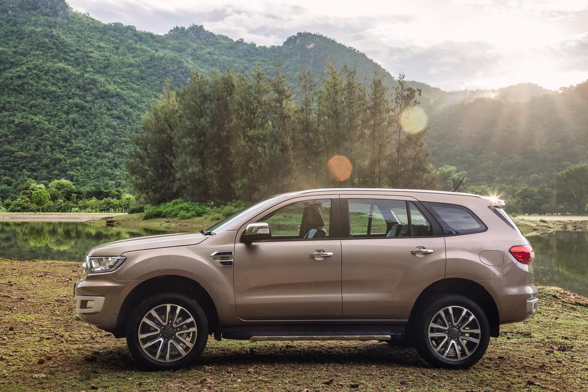 facelifted-ford-everest-facelifted-ford-endeavour-profile.jpg