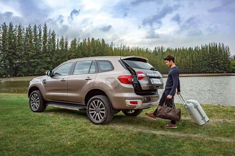 ford everest 2018 cốp xe
